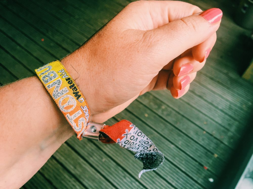 How to remove your festival wristband WITHOUT CUTTING!